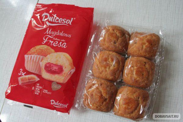 """Кексы с клубничной начинкой марки """"Dulcesol"""", внутри"""